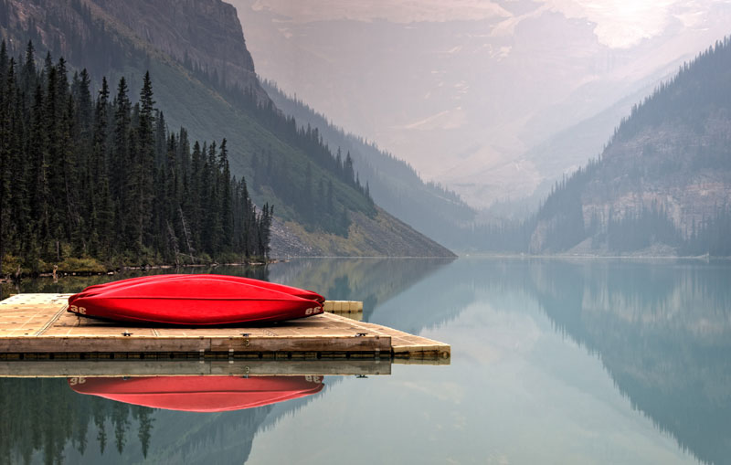 red-boat-on-lake-mointains