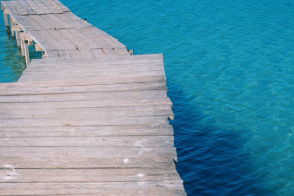 picture of a jetty visualizing the article about GRI and CDP