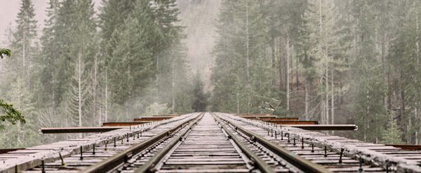 picture of rails in the winter