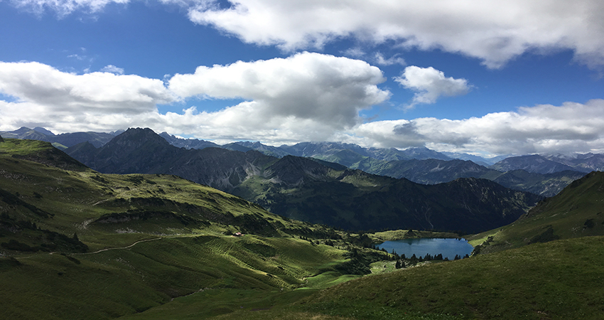 picture of mountains visualizing the blog article about the 2019 sustainability leaders congress in berlin
