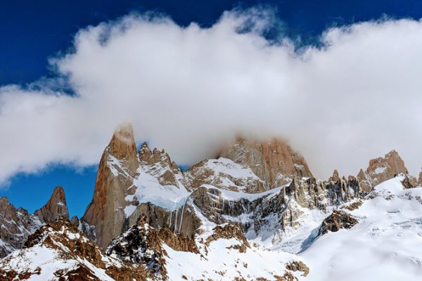 Berge bedeckt mit Schnee verbildlichen den Blogartikel über Klimaneutrale Produktion als Vergabekriterium